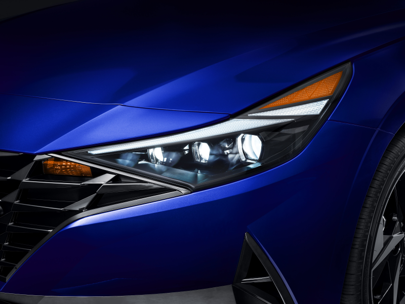 my21_elantra_feature_led_headlights_thumb